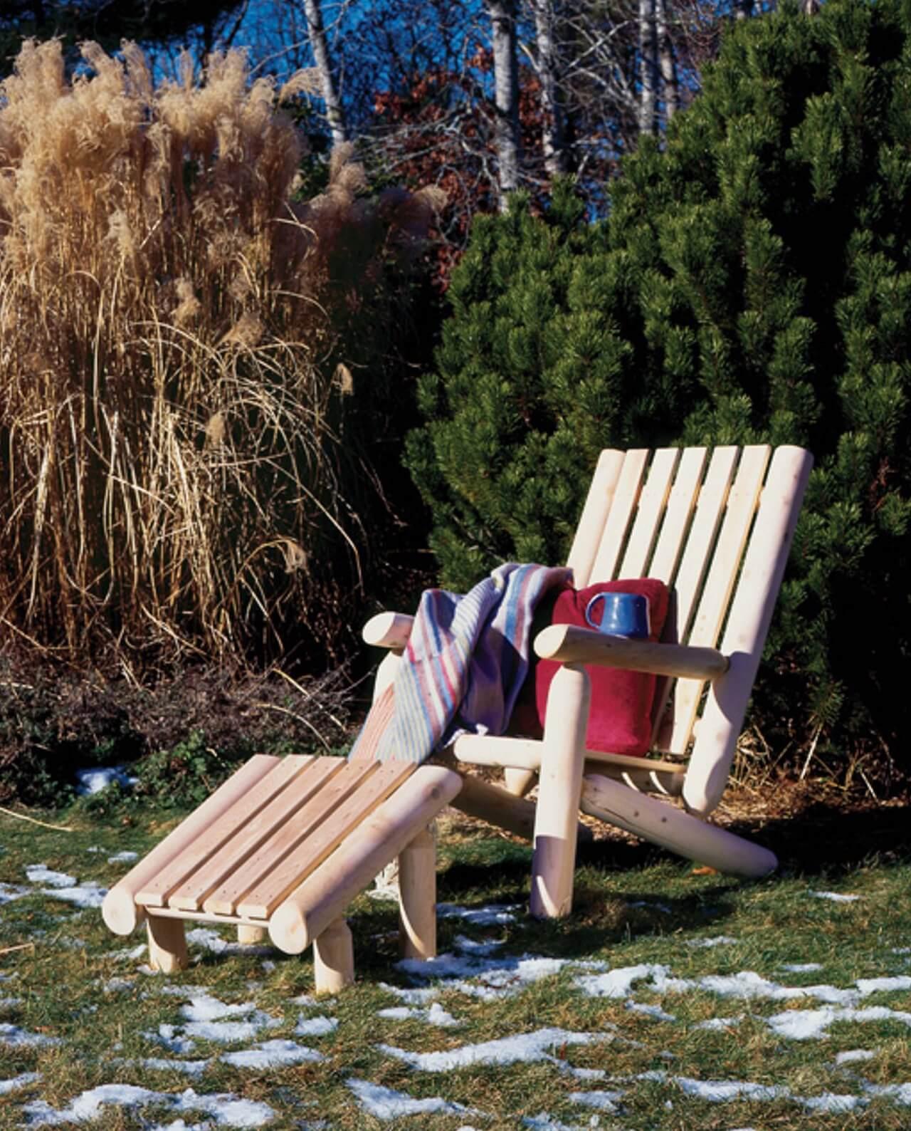 Fauteuil rondins bois dossier haut repose-pieds en bois chaise-longue Cèdre & Rondins