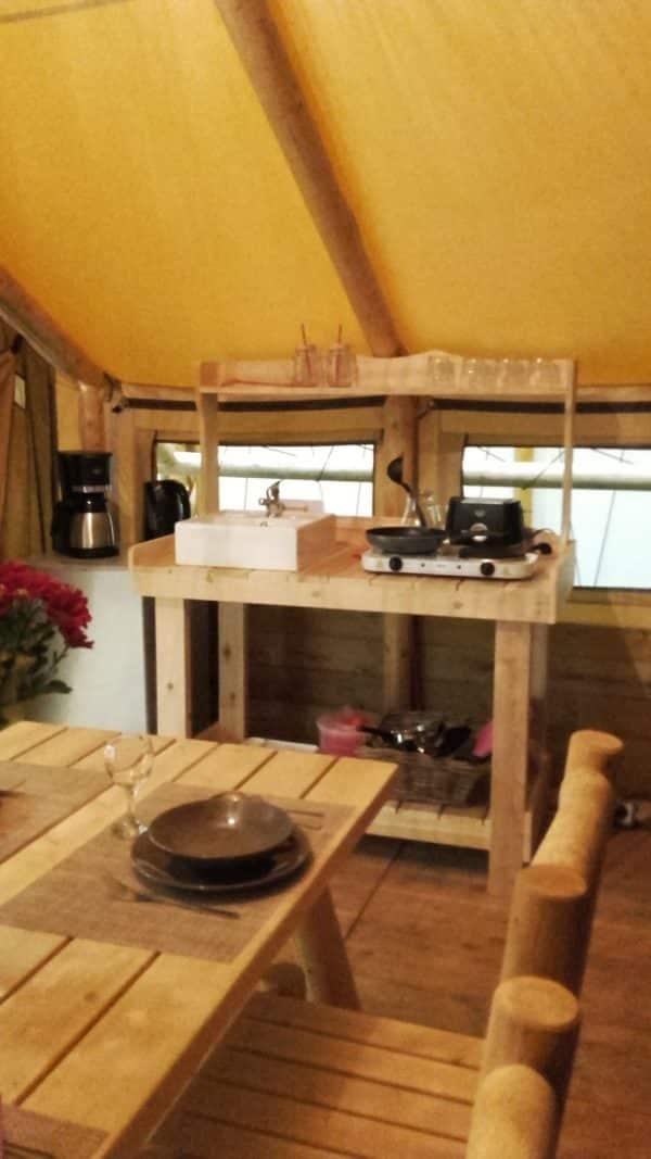 ensemble meuble de salle à manger en bois en situation R5S