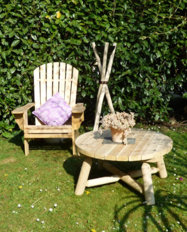 adirondack et table ronde en bois